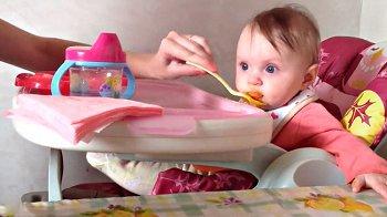Изображение для статьи — Как и когда вводить прикорм ребенку до годика?