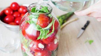 Изображение для статьи — Как правильно посолить помидоры с зеленью?