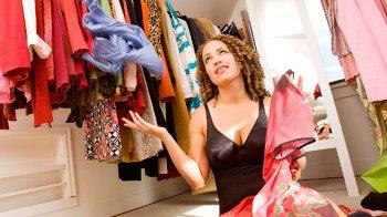 Изображение для статьи — Как можно разместить вещи, если у вас нет места для шкафа?