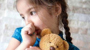 Изображение для статьи — Как можно отучить ребенка сосать палец?
