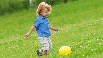 Изображение для статьи — В какие игры можно играть с ребенком на улице?